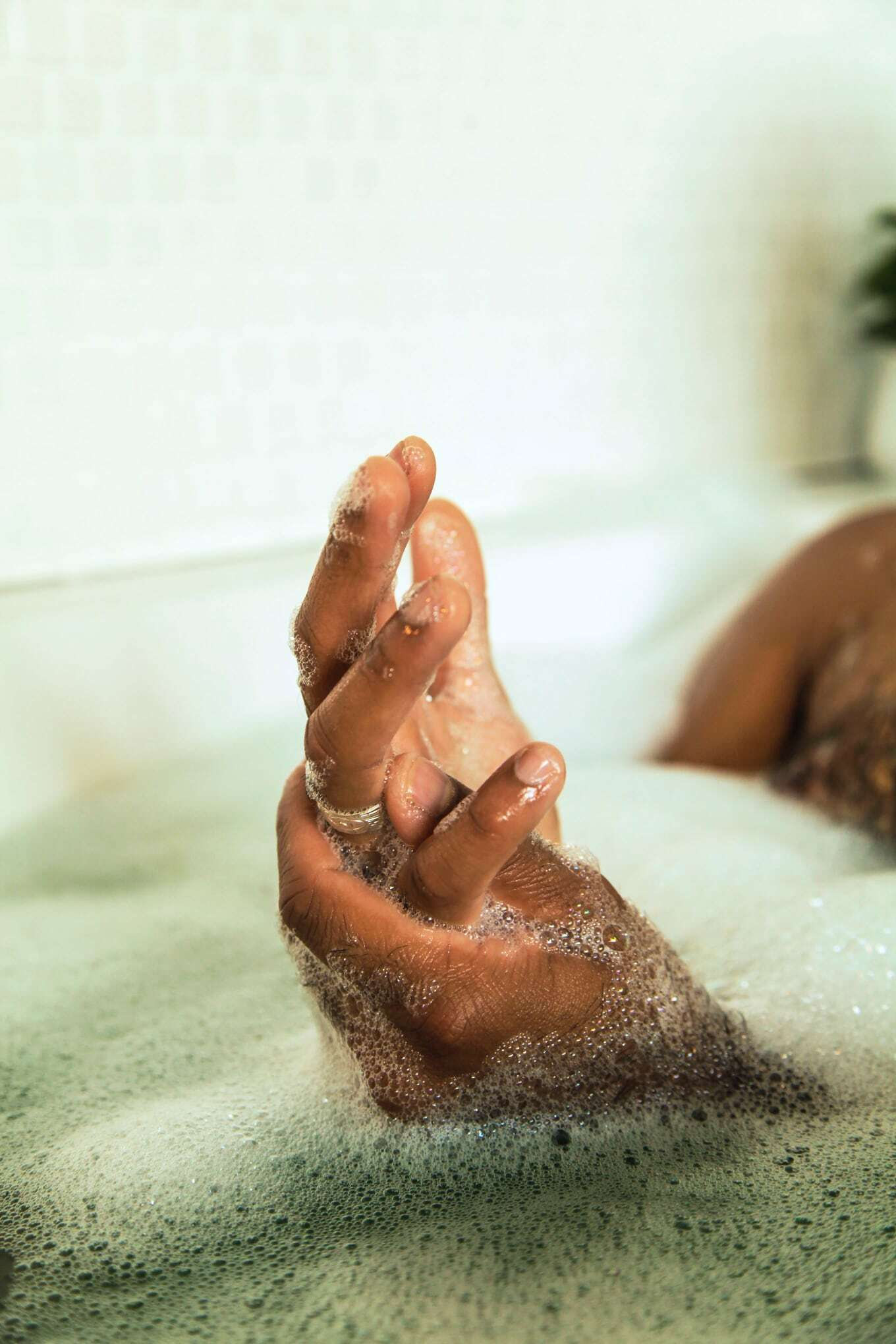 Menwhotakebaths avi 8